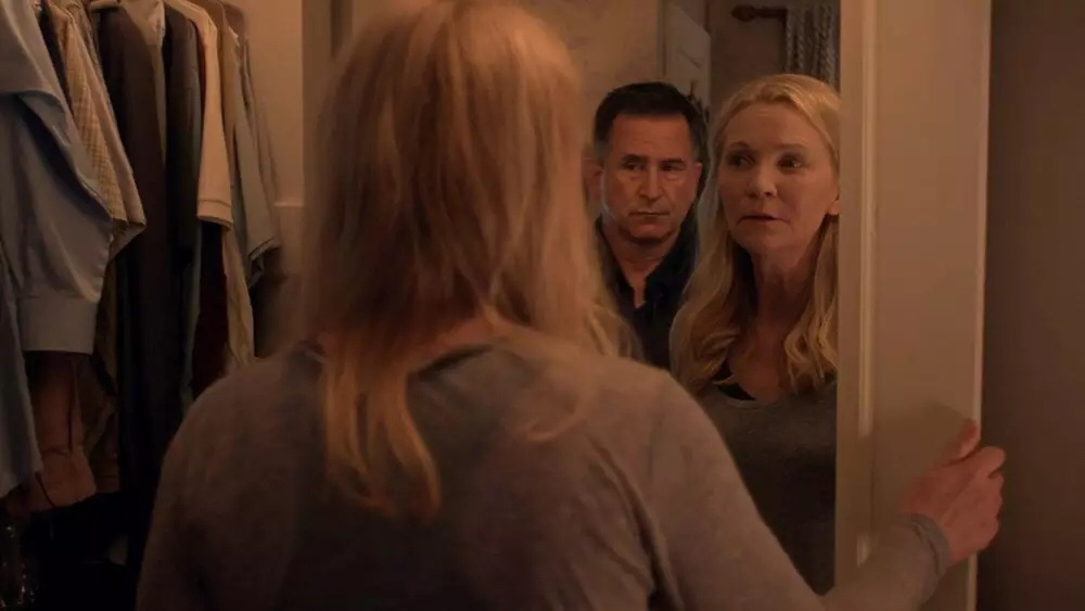 Anthony LaPaglia and Joan Allen as Bob and Darcy Anderson