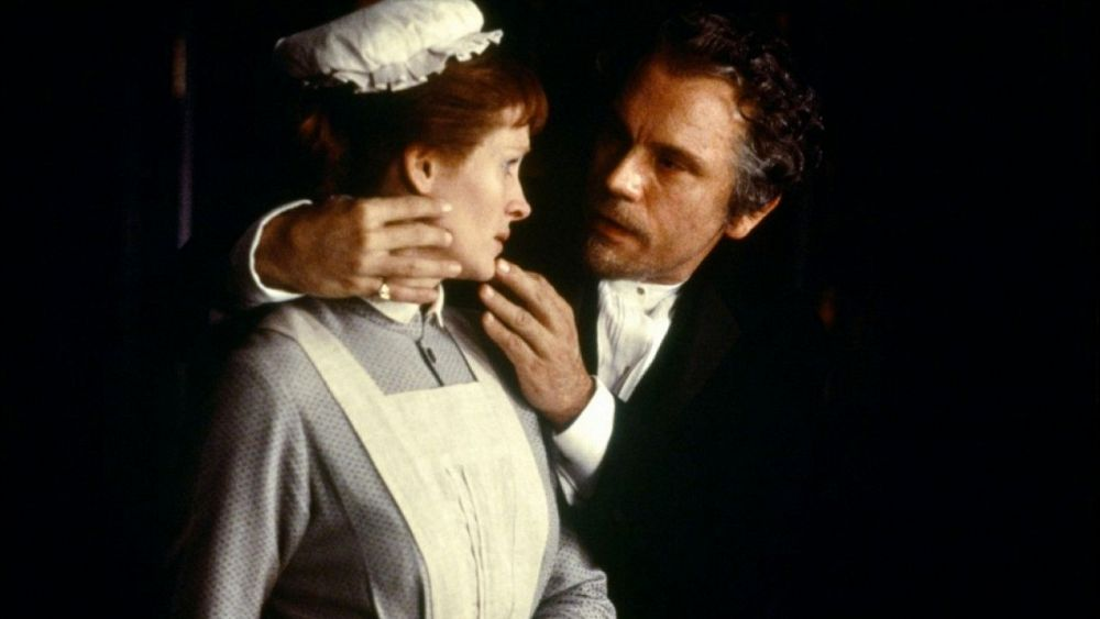Julia Roberts and John Malkovich as Mary Reilly and Dr Henry Jekyll