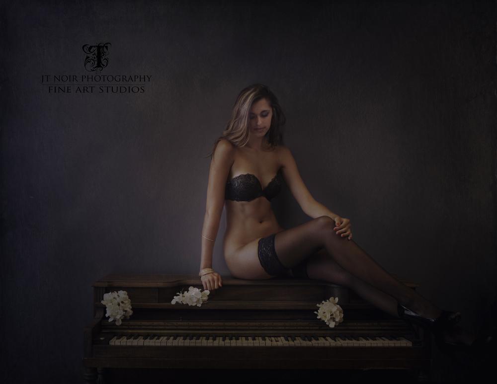 JTNOIR_PHOTOGRAPHY__Boudoir_MeghanFurlow_7_2014_1 copy.jpg