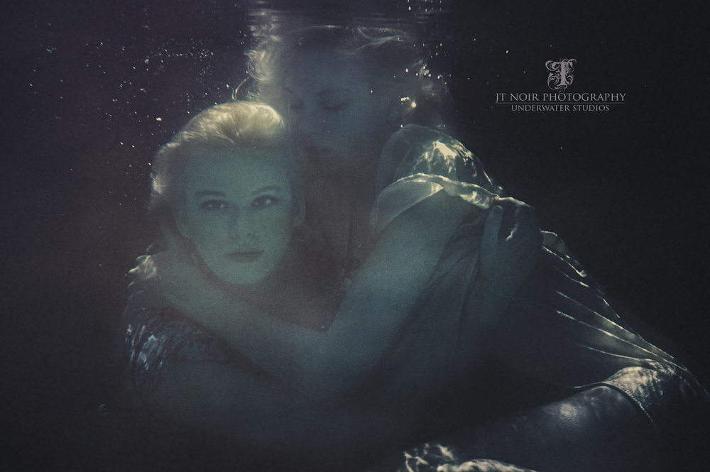JTNoir_Photography_Underwater_Boudoir_twins_6_2015_2.jpg