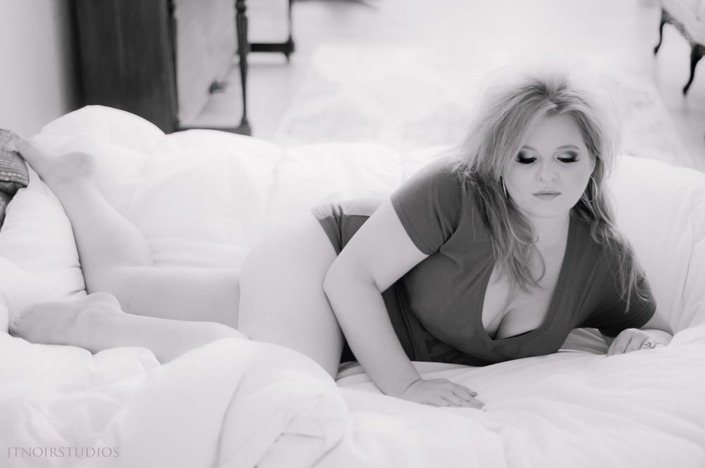 JTNoir_Photography_Brandi_Boudoir_6_2015-8 copy.jpg