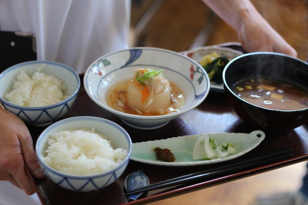 【里山カフェ】    里山景色を眺めながら鳴子や近郊の旬の食材を使った定食とおやつをどうぞ!心地よい空間とおしゃべりでのんびり。2016年からは不定期ながら毎月数日づつ開催していきます。    開催日など詳細は決まり次第UPいたします    里山カフェHP http://satoyama-cafe.jimdo.com