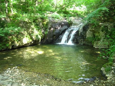 滝、川からそのまま露天風呂になっている峯雲閣の温泉