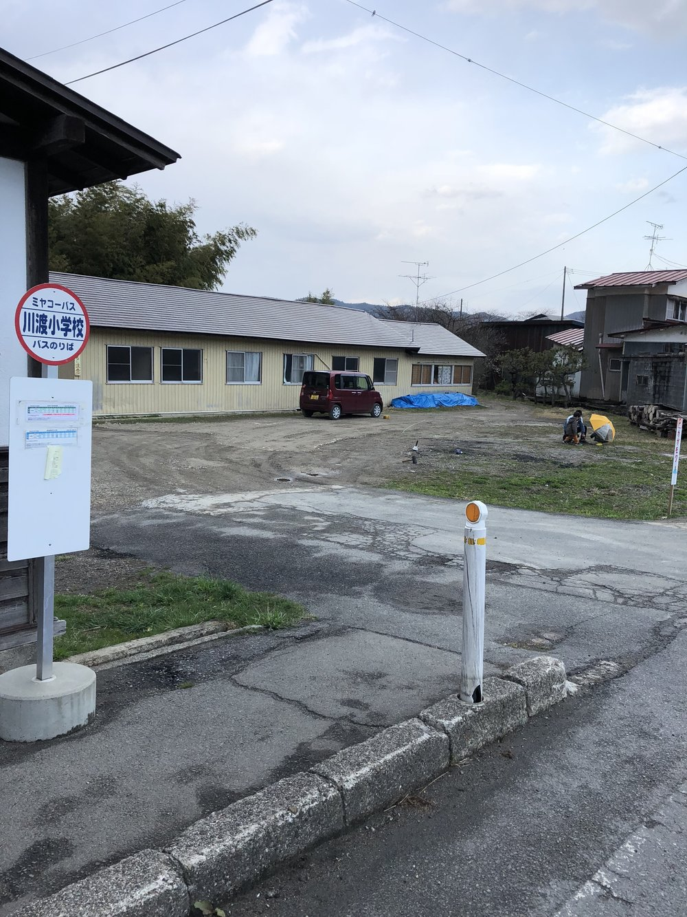 「川渡小学校」バス停脇の空き地です!