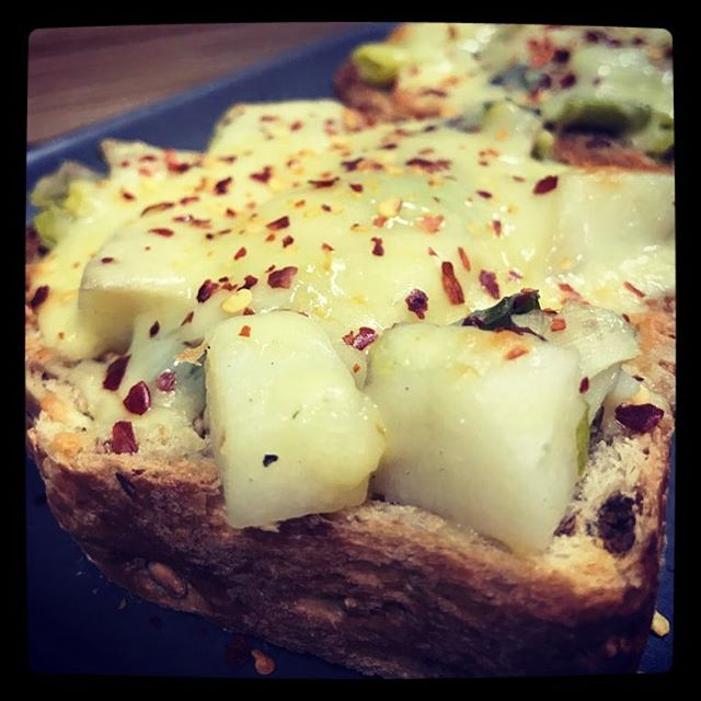 Winter comfort food at its best....hot buttery leeks ,potatoes 🥔 and mature cheddar 🧀 on malted whole grain toast with a little surprise kick from some chilli flakes 🌶..... Yyaaaasssss pleaaassssse!!!! Thanks to Hugh FW for the inspiration from your great veggie cookbook!! Have merged a couple of the recipes to create this special.....@rivercottagehq it's a winner!! #welovehugh #andhisteam #itsfancycarbycheeseontoast !! . . . . . . . . . . #rattleghyll #rattleghyllcafe #ambleside #cumbria #lakedistrict #cafelife #food #leeks #potatoes #cheddar #maltedwholegrain #toast #cheeseontoast #chilliflakes