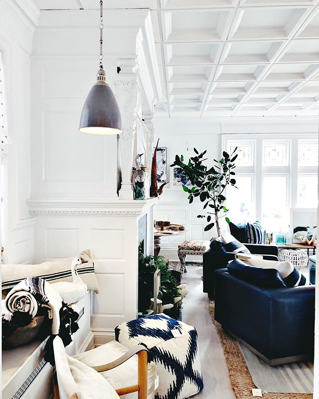 @onekingslane in the Hamptons is a dream house in itself 😍 #edhamptons #elledecor #southampton #hamptons