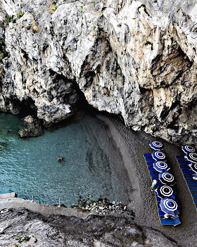T-1 day until I'm back on beaches as beautiful as this one 😍 #wanderlust #beaches #amalficoast #travelholic