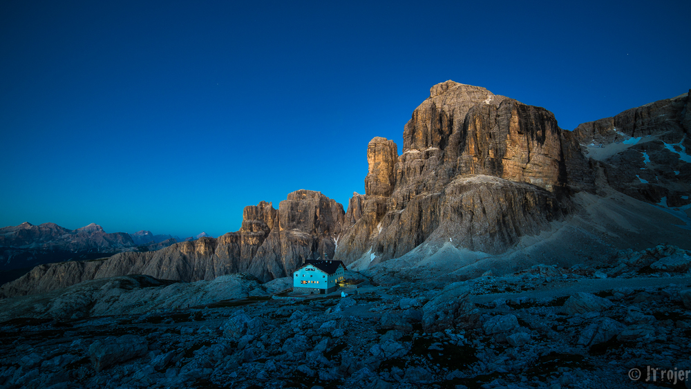 Pisciadu Hut at the blue hour.