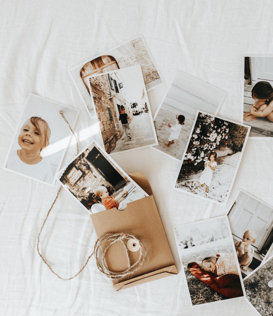 """@annajansohn - """"För mig är det viktigt att inte bara ta en massa bilder utan också att faktiskt titta på dem. Att de finns nära till hands så du kan ta upp dem och minnas. Det bästa sättet att göra det är genom prints"""""""