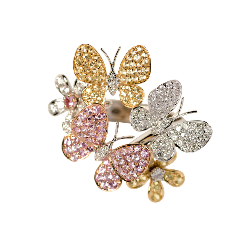 BUTTERFLY AND FLOWER RING 45.000 NOK   18 kt gold with diamonds, pink sapphires and yellow sapphires