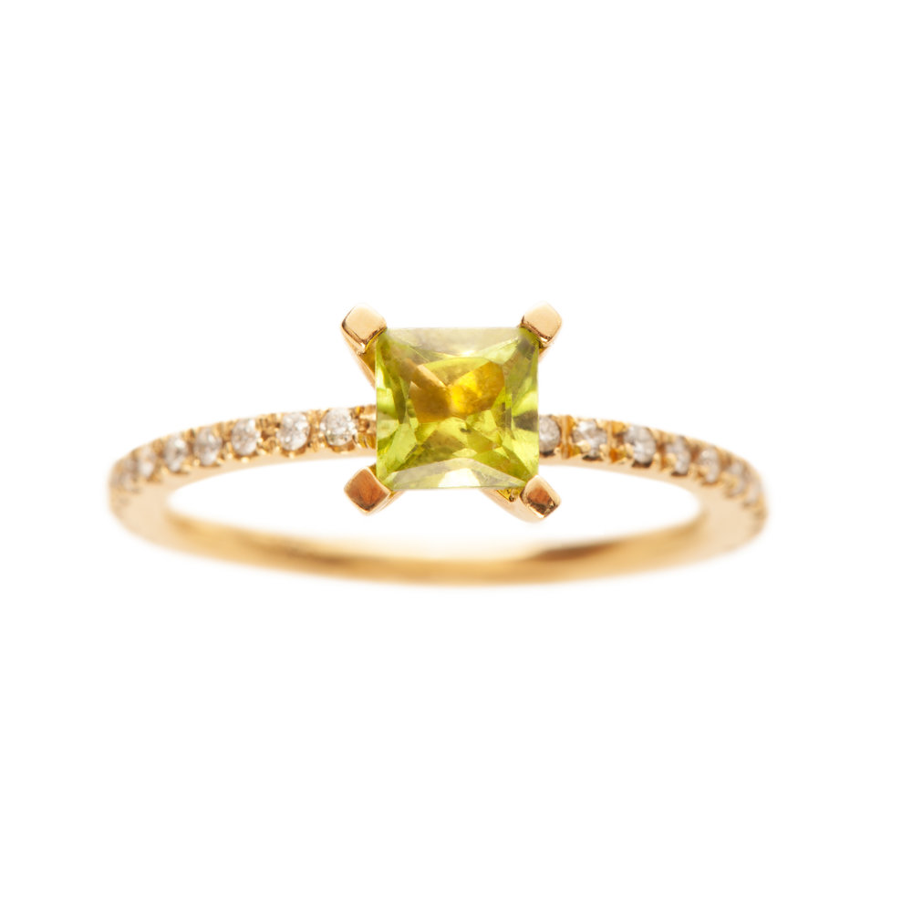 FIRENZE RING 21.200 NOK. 18 kt gold, diamonds and peridot