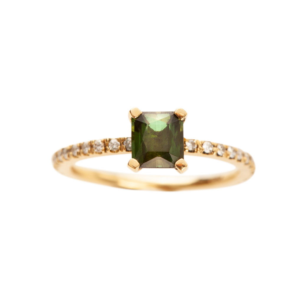 FIRENZE RING 21.200 NOK. 18 kt gold diamonds and green tourmaline