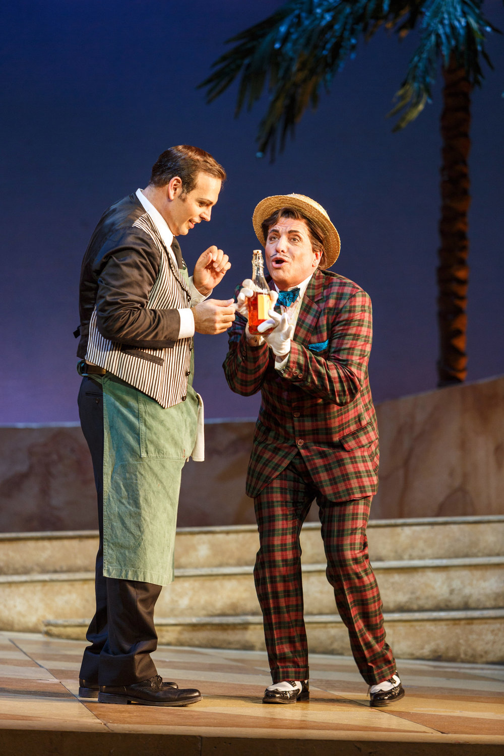 Dr. Dulcamara (Paolo Pecchioli) sells Nemorino (Dimitri Pittas) his magic Elixir of Love