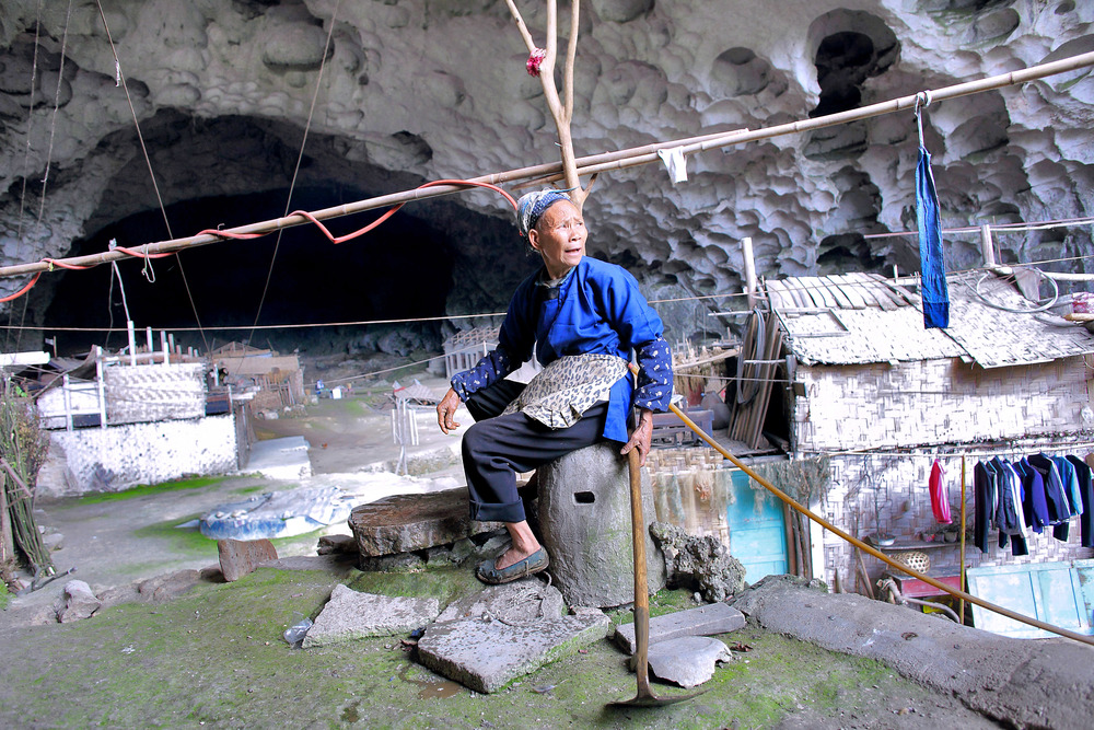LAST CAVE DWELLERS © Guillaume Bonnefont / IP3 - For more than six decades about 80 Miao ethnic minority people have lived in a enormous natural cave that stretches 215 meters into a mountain at an altitude of 1,800 meters. The mouth iof the cave is 115-meters wide and about 50-meter high. This is the last dwellers cave recorded by the Chinese authorities that houses an entire village of 13 families.
