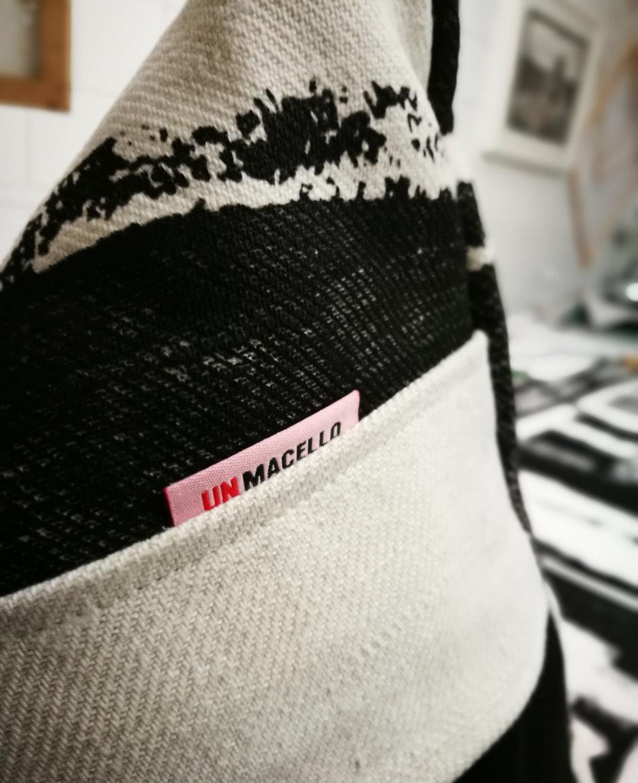 BlackWhite_hempfabric_pillows03.jpg