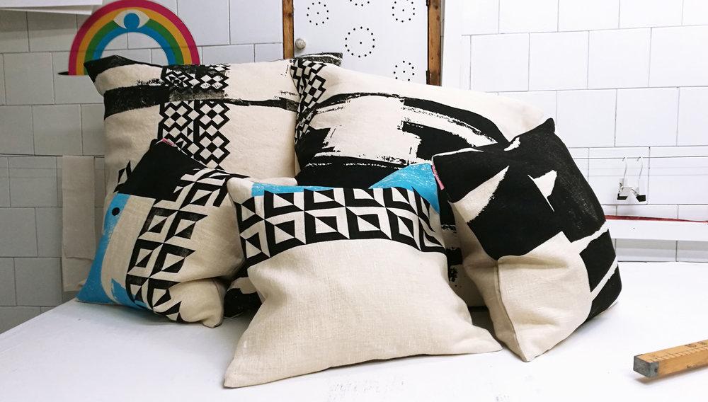 BlackWhite_hempfabric_pillows06.jpg