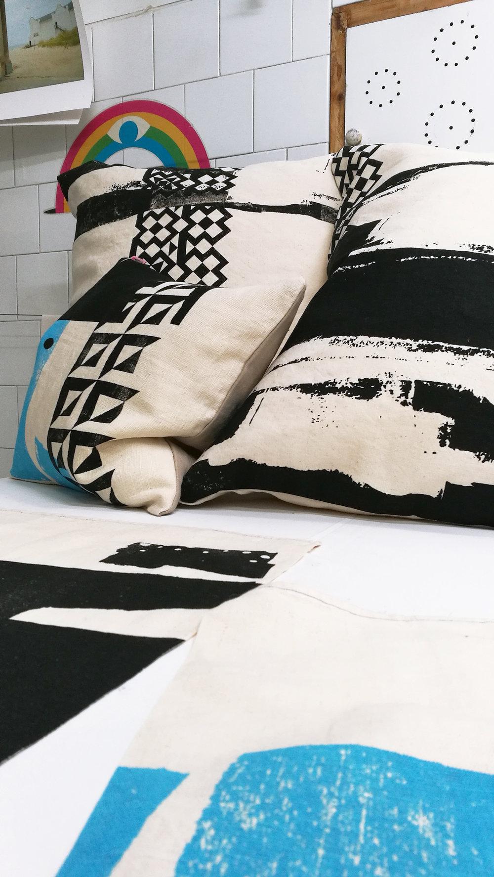 BlackWhite_hempfabric_pillows07.jpg