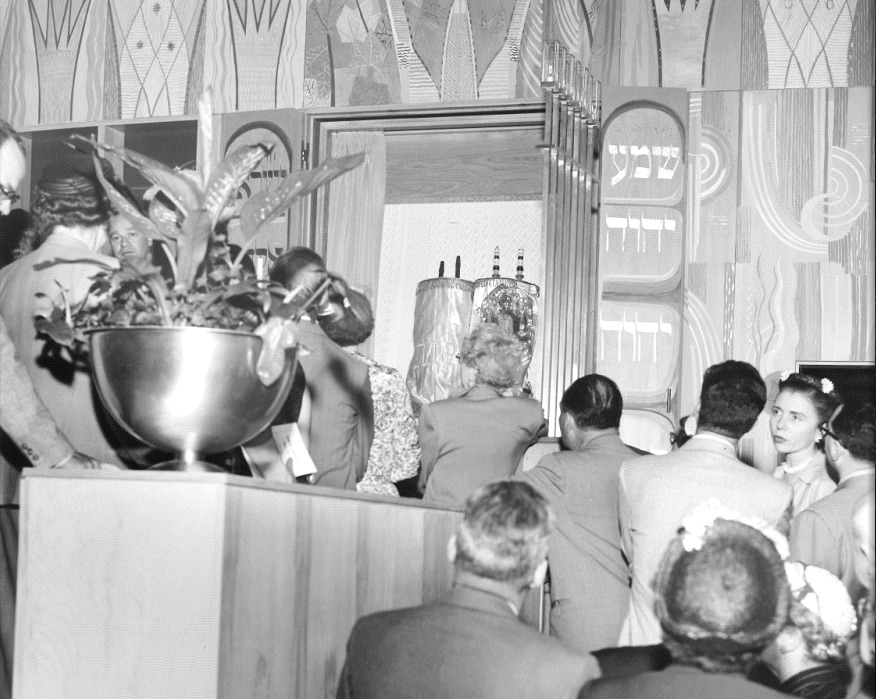 Worshippers at Temple Emanuel, circa 1950s