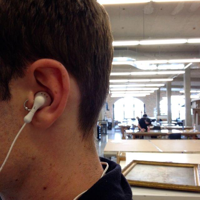 Earbud 1.jpg
