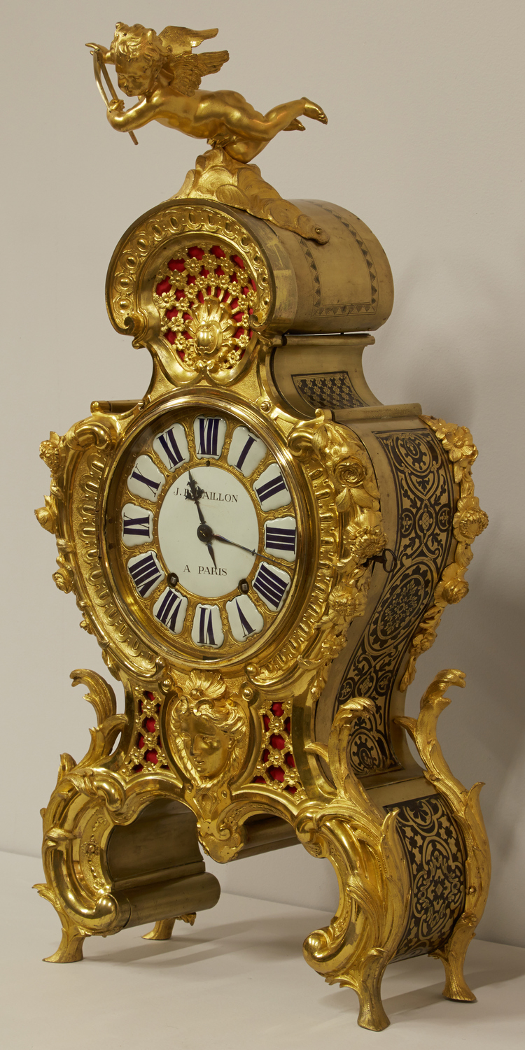 Post-treatment, this beautiful Boulle clock shines once again. Click here to learn more about the treatment