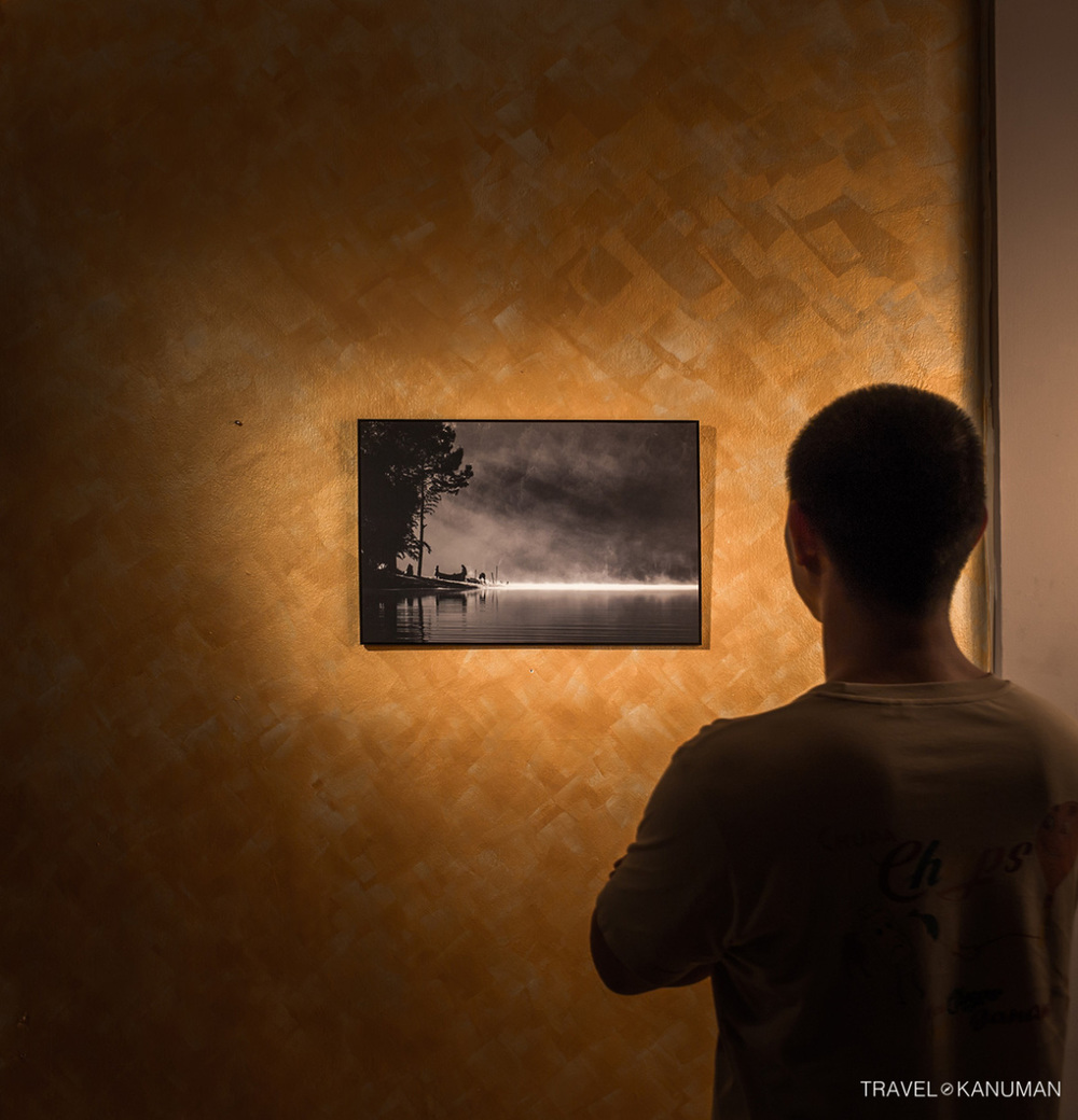 เปลี่ยนห้องนักเดินทางอันว่างเปล่าเป็นห้องงานศิลป์ http://travelkanuman.com/