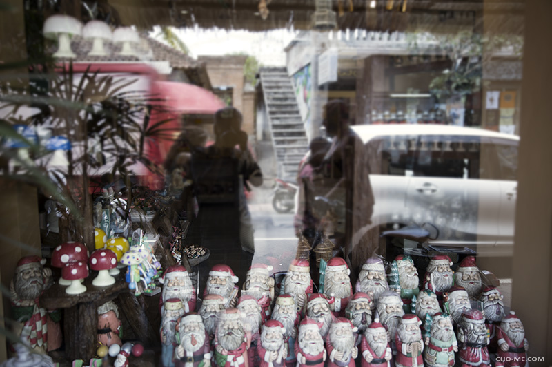 ORNAMENTS AND CUPS OF SANTA CLAUS - I saw myself in the reflection and many things happened right behind me, people walking, the red truck passes by, I didn't notice there's a stair at the opposite of the road.