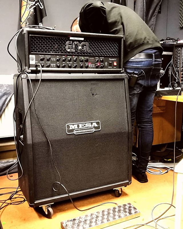 New gear day! Michael got a new cab today, let's see if it works! At least it big and black. For some people that might be enough in itself! #nighon #metal #music #ngd #newgear #cab #guitar #engl #mesa #mesaboogie #powerball #shure #bigblack