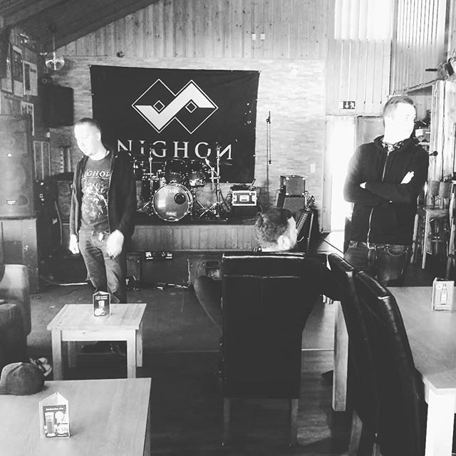Boys waiting for soundcheck! Hope to see you tonight at Hotelli Hanhi, Lapinjärvi! 🤘 #nighon #live #tour #metal #music #hotellihanhi