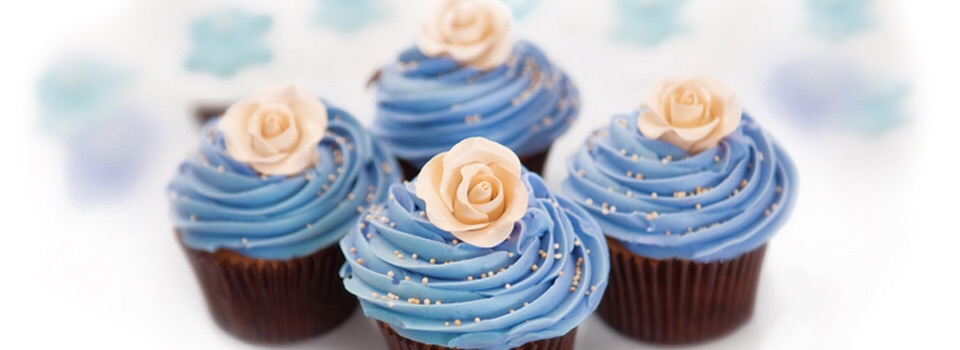 Delicious cupcakes accent your wedding in on trend colors by Cute Cakes