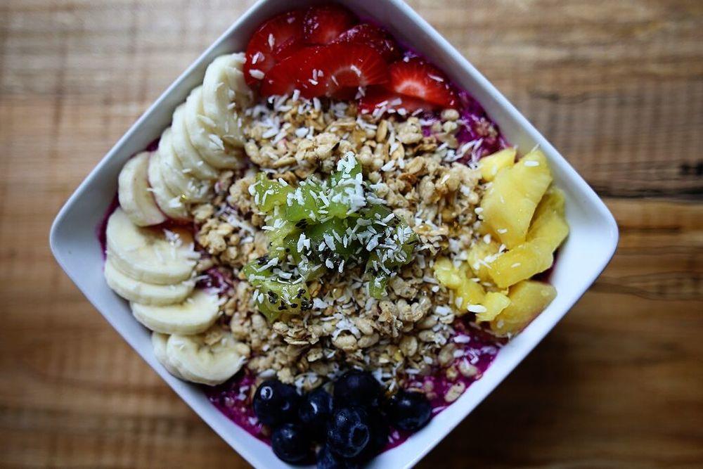 pitaya | organic lemonade | blueberries | pineapple | kiwi | raspberries | banana | hemp granola | coconut flakes