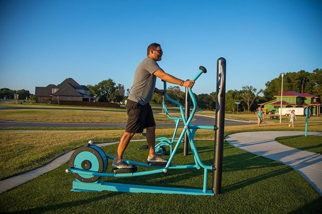Who says you can't work and play at the same time? Get up, get moving, and have some fun with #healthbeat #outdoorfitness!  #playlsi #gerberleisureproducts