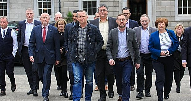 Sinn Féin TDs out in force at Leinster House on April 6th to support R2W TDs press release
