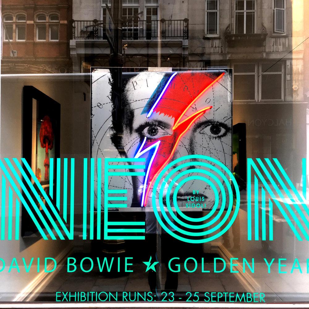 """Louis Sidoli Neon Artist: """"David Bowie Golden Years - NEON exhibition"""""""
