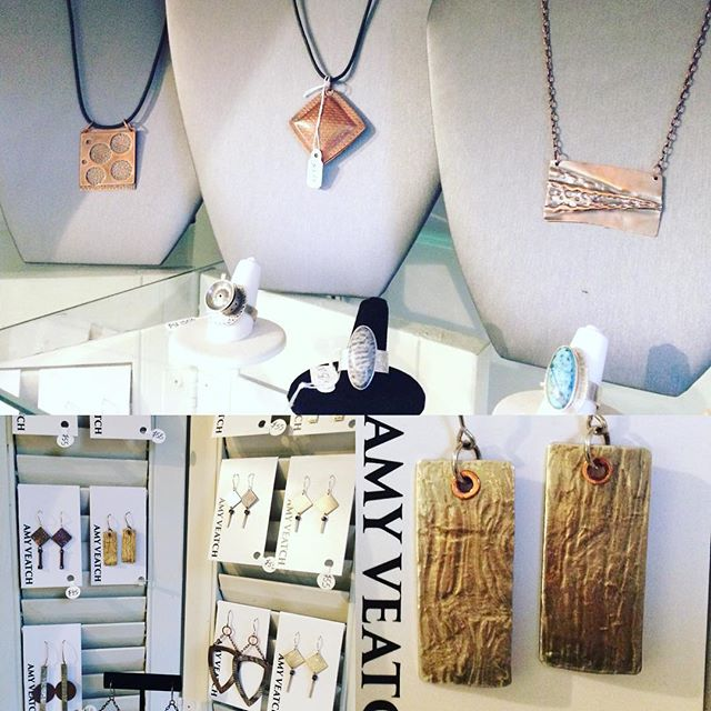 A few weeks left to admire the subtle textures of Amy Veatch jewelry at the Roundabout. Gallery opens for the weekend Friday at noon. Stop in and check out the local art! #keepitlocal