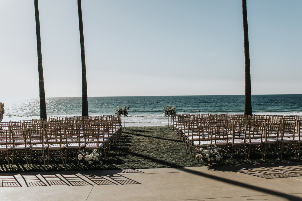 22 beach ceremony flowers.jpg