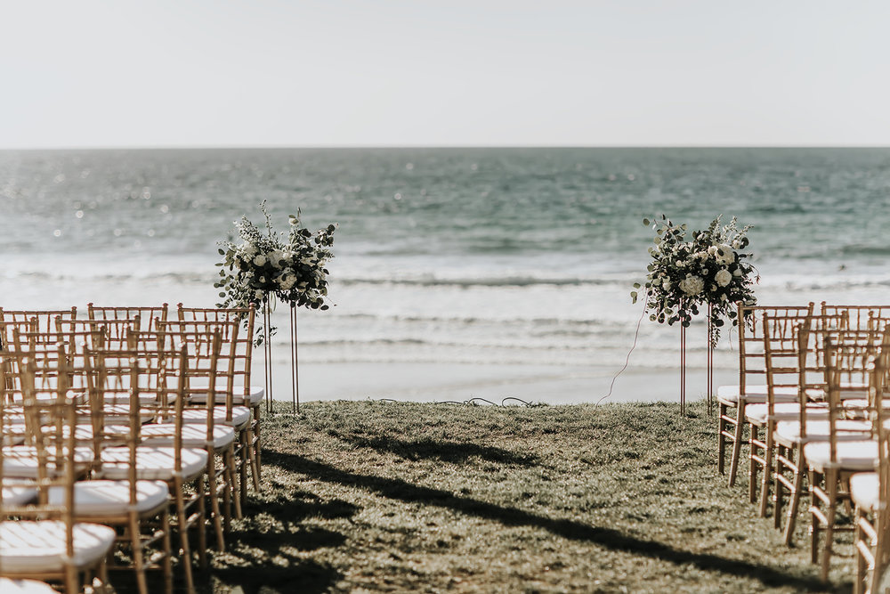 25 beach wedding flowers.jpg