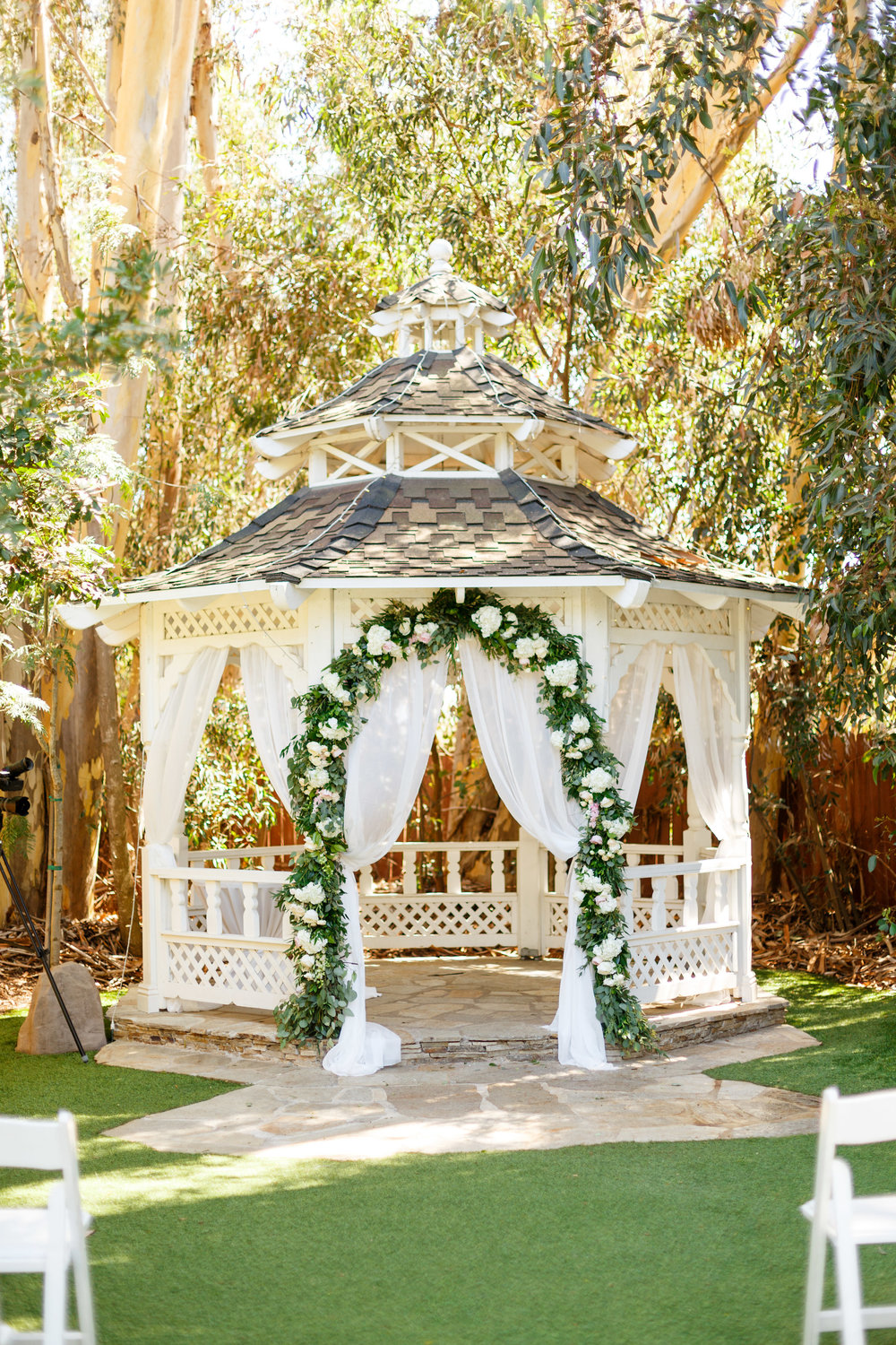 Wedding gazebo flowers.jpg