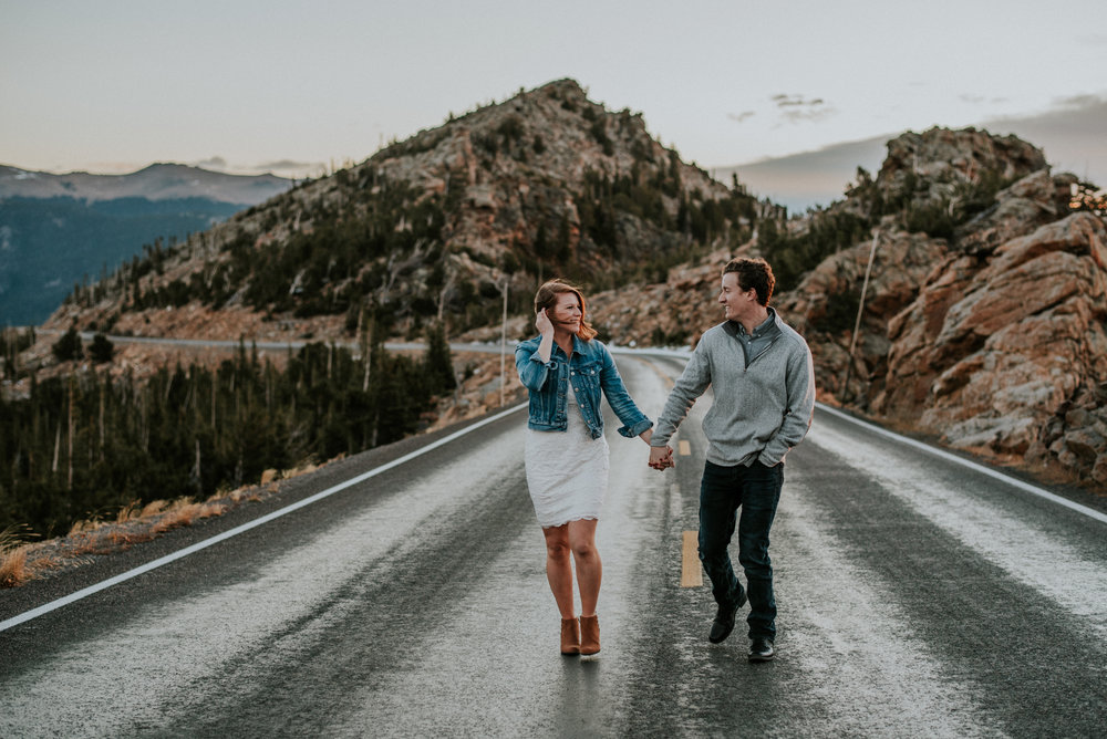 Trail Ridge Road Sunrise Snowy engagement session-7.jpg