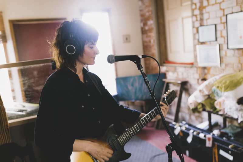 Jen Cloher recording album no . 4 - photo Xavier Fennell