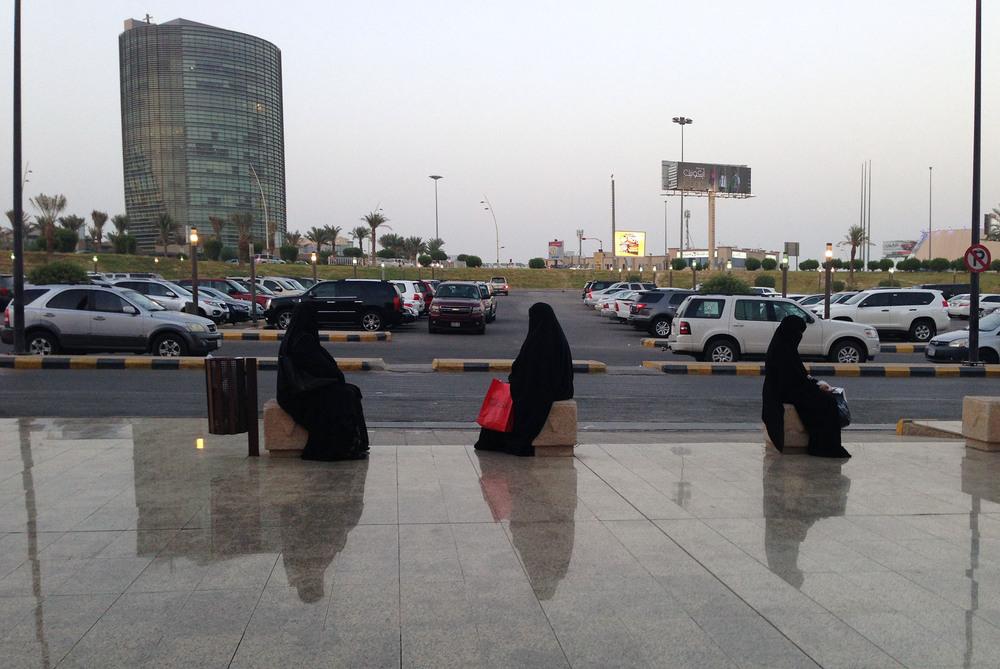 Women Waiting, Mall of Dhahran, Al-Khobar, 2014