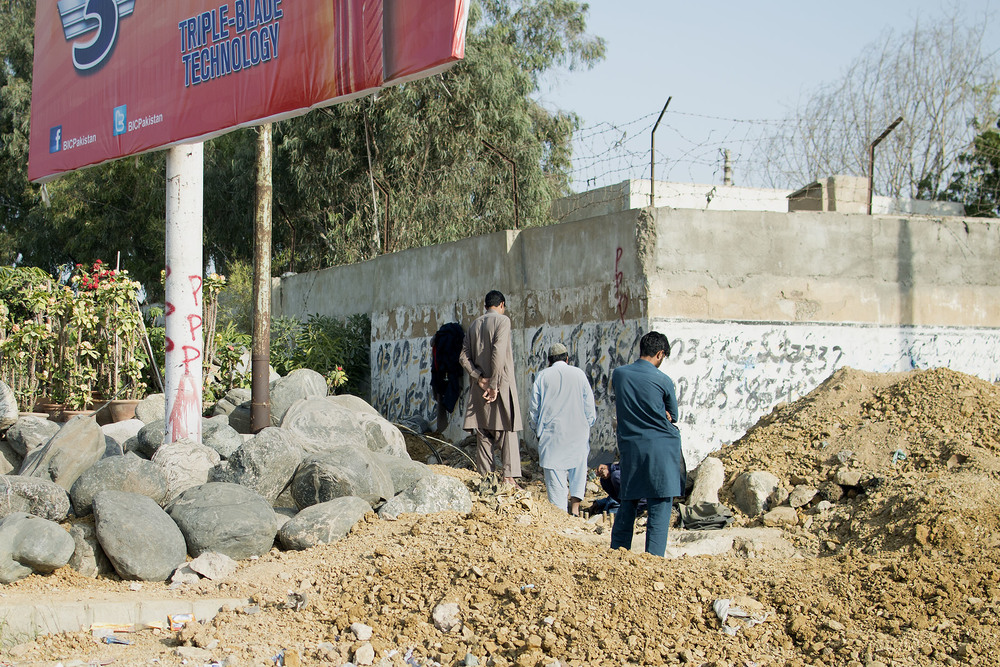 Men Working, Karachi, Pakistan, 2015