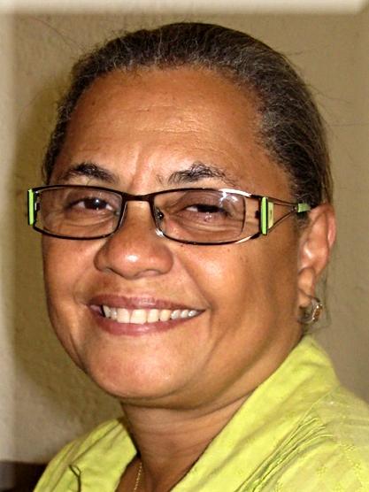 Gladys Maximilian ist die Leiterin des Heims. Sie lebt mit Ihrer Familie im Maison des Anges.