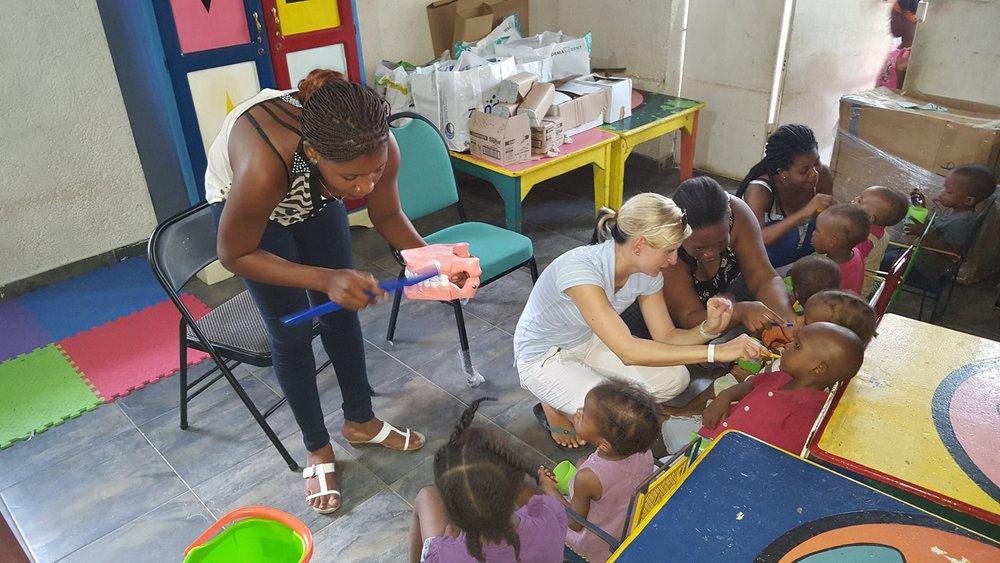 Zahnfeen sind auch in Haiti wichtig