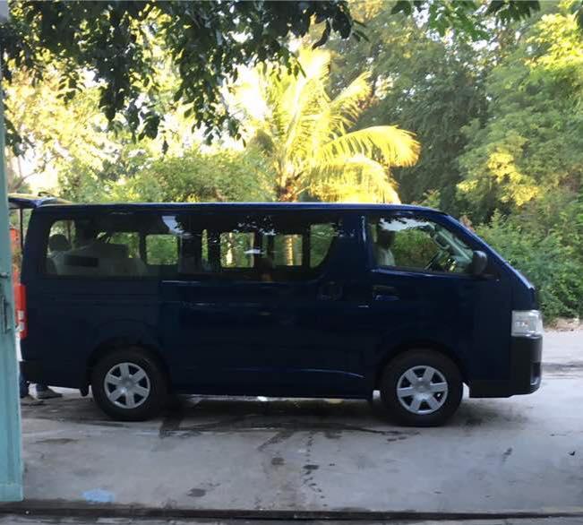 Schulbus_Blau_Haiti_3.jpg