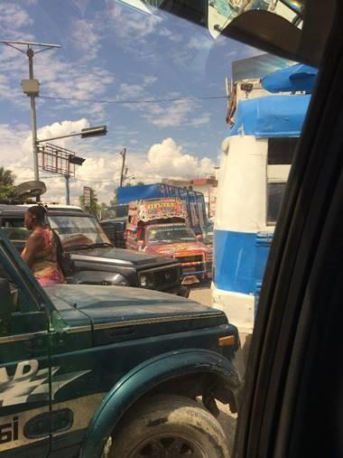 Schulbus_Blau_Haiti_4.jpg
