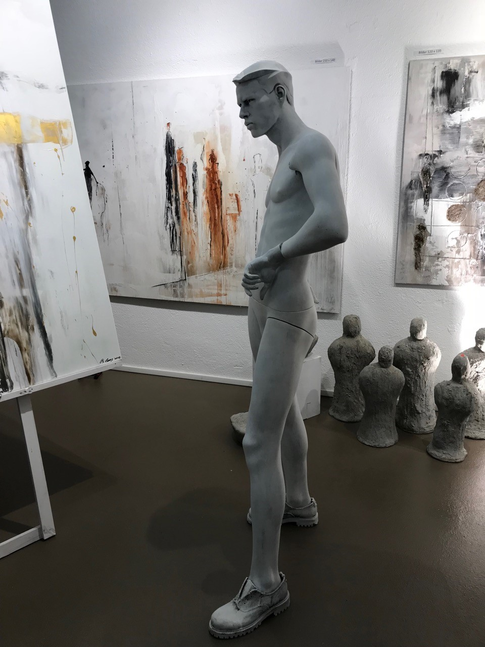 Maison_des_Anges_Eröffnung-Atelier_Statue.jpg
