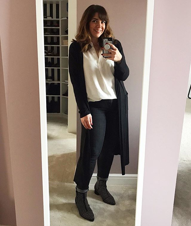 Morning!! I'm about to head off to meet a new client. It's the official start of my mega busy period 😬🤗 I'm keeping it comfy in jeans a loose blouse and my long cardigan. Long line card is are great for hiding a multitude of sins and created a more streamlined silhouette. I don't wear mine enough! . #whatweworeonwednesday @whatkathydidnext @stealmystyle40