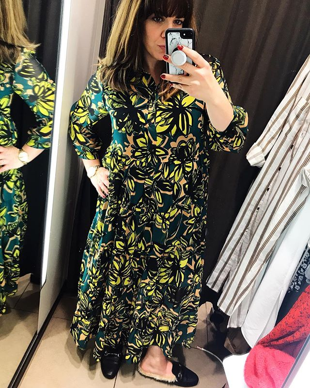 New dress love!! I bought this beaut at @Zara last week. It was a bit pricey for Zara but it's just so me and I've been having a bit of a clothing slump lately so I treated myself! I'm hoping the price puts people off and it doesn't become instafamous! Isn't it gorge?! 💛💚💛💚 #whatmamaworemonday @heyitsromeca @stylemotherbeat #stylemeonamonday @style_me_h #mumsthatshop @mummyyatesstyle @lovetoshop_mum