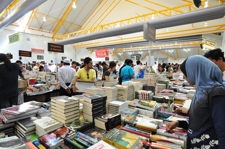 A typical scene at the annual Big Bad Wolf Book Sale. Source:  Christopher Teh
