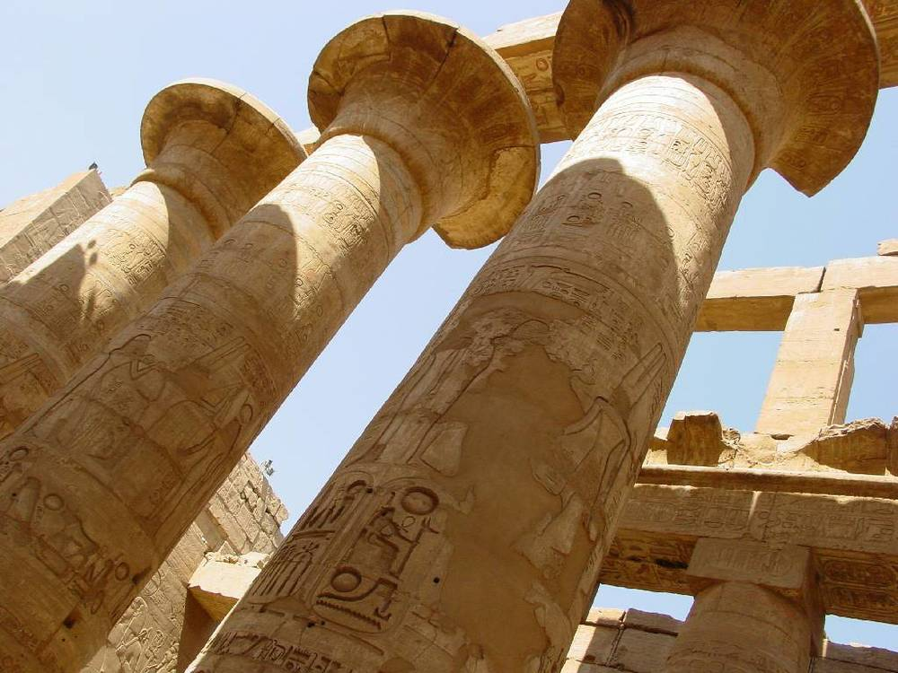3951M-Astonishing-columns-Karnak-Temple.jpg